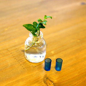 파란색 투명유리잔